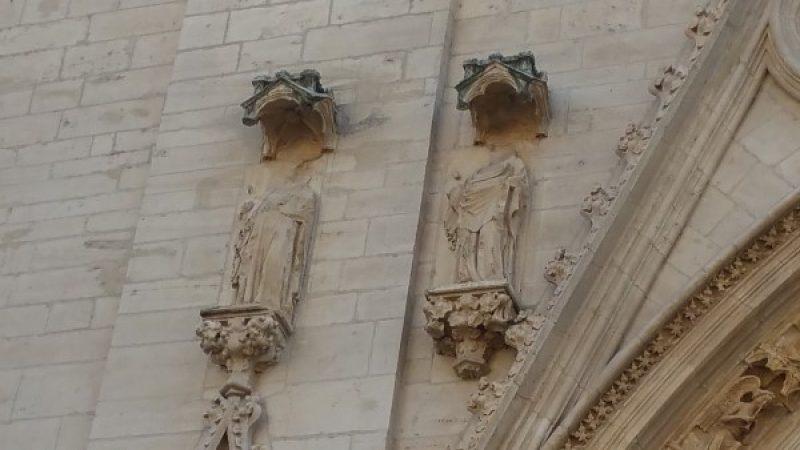 Headless statues outside the Cathedrale de Lyon