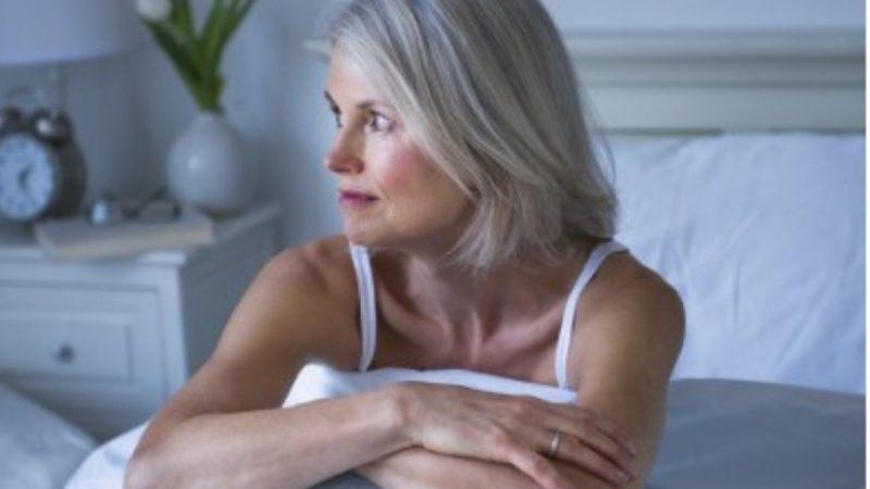 woman experiencing insomnia