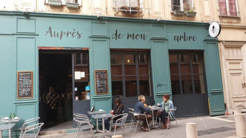 Outside Aupres de mon arbre, Lyon