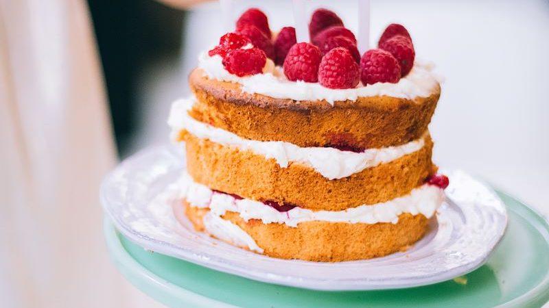 sponge cake with cream and raspberries